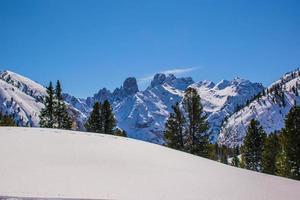 cime dolomitiche con neve foto