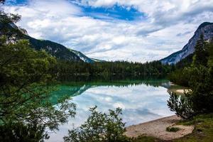 il lago alpino di tovel in val di non, trento, italia foto