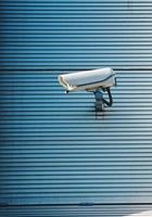 telecamera di sicurezza sul muro dell'edificio foto