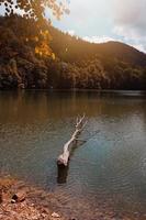 lago di montagna a bilbao in spagna foto