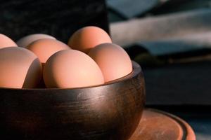 primo piano piatto di uova foto