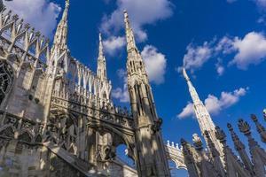 terrazze sul tetto del duomo di milano in italia foto