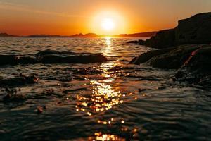 tramonto al mare foto