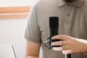 uomo in studio foto