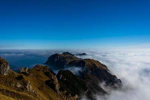 nuvole e montagne quattro foto