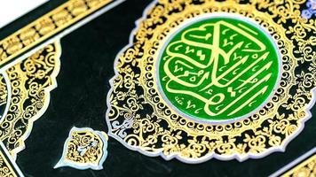concetto islamico isolato da vicino il Sacro Corano foto