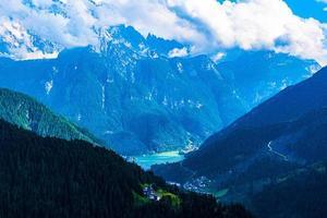 valle di alleghe con lago foto
