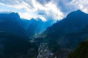 raggi di sole nella valle foto