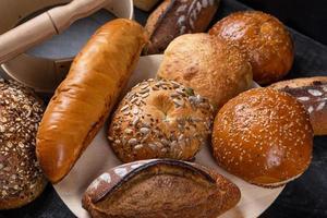 gustose pagnotte di pane, vista dall'alto foto