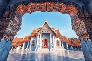Wat benchama bophi tempio buddista a bangkokko foto