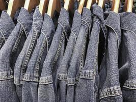 camicia di jeans blu foto