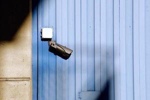 telecamera di sicurezza sul muro foto