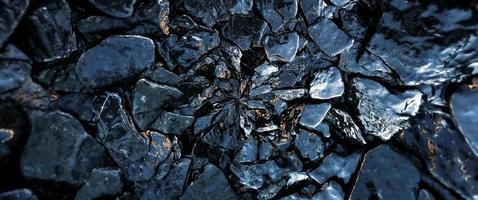 le rocce bagnate e la priorità bassa del reticolo di struttura di pietra foto