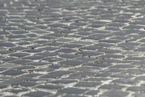 pavimentazione nella città vecchia di texture di sfondo di ciottoli neri foto