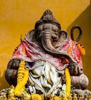 ganesh elefante indù dio del successo statua foto
