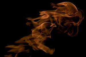 carta da parati fuoco e fiamme su sfondo nero foto