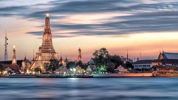 tempio di wat arun a bangkok thailandia foto