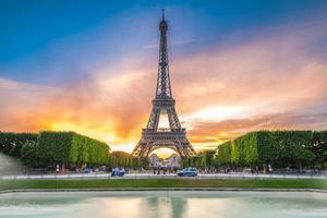 La torre eiffel è la struttura più alta di parigi, francia foto