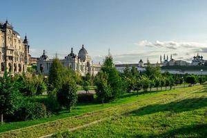 il palazzo agricolo vista sull'argine di kazanka vicino al cremlino kazan russia foto