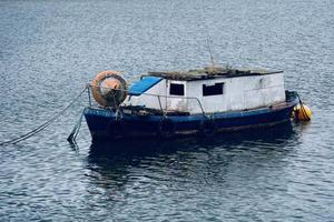 barca nel fiume foto