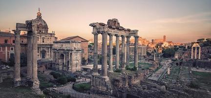 la città di roma al tramonto foto