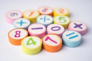 numero matematico sfondo colorato foto