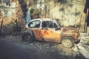 auto d'epoca fiat arrugginita foto