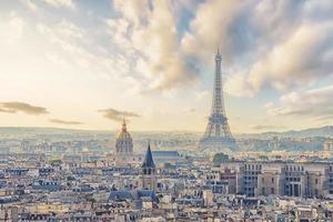 panorama di parigi al tramonto foto
