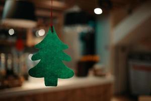albero di feltro verde di natale. foto