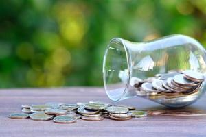 concetto di risparmio di denaro e attività di crescita finanziaria e degli investimenti foto