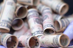 fondo dei soldi della banconota del dollaro e concetto di crescita del business e risparmio di denaro foto