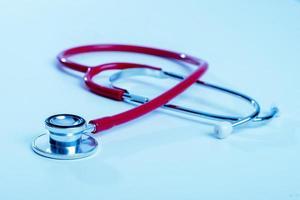 stetoscopio su sfondo blu foto