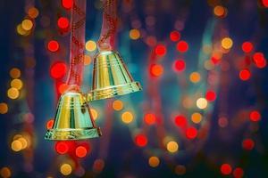 decorazioni natalizie su sfondo bokeh con luci sfocate foto