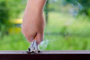 giornata mondiale senza tabacco uomini pausa sigaretta e manda una sigaretta foto