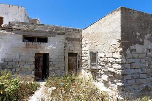 edificio in mattoni abbandonato foto