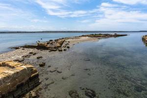 mare laguna e cielo foto