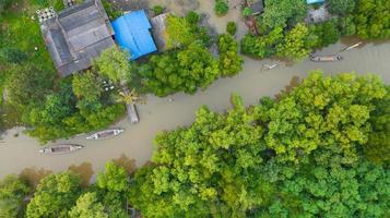veduta aerea barca da pescatore in campagna thailandia foto