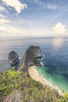 Kelingking Beach nell'isola di Nusa Penida Indonesia foto