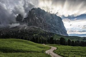paesaggio delle dolomiti un patrimonio mondiale dell'unesco in alto adige, italia foto
