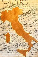 mappa astratta dell'italia in un ristorante italiano foto