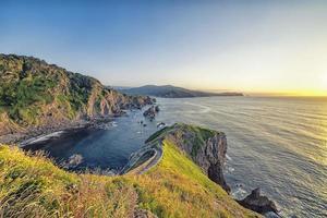 san juan de gaztelugatxe nei paesi baschi foto