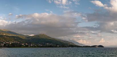 lago di ohrid in estate. repubblica del sud macedonia. foto