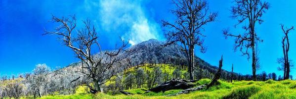 vulcano turrialba in costa rica foto
