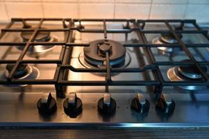 fornello da cucina con grill per appoggiare pentole foto