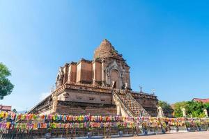 Wat chedi luang varavihara - è un tempio con una grande pagoda situata a Chiang Mai in Thailandia foto