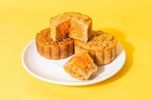 torta di luna cinese durian e sapore di tuorlo d'uovo foto