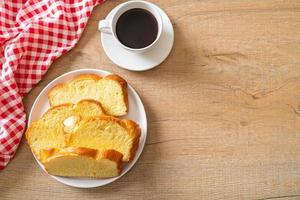 pane di patate dolci con caffè foto