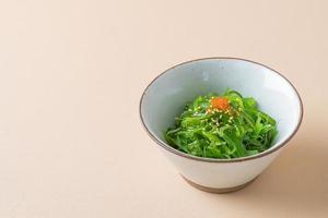 insalata piccante di alghe wakame foto