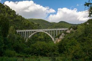 ponte bungee jumping in poly ternini foto