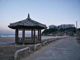 pergolato tradizionale coreano nella città di sokcho. Corea del Sud foto